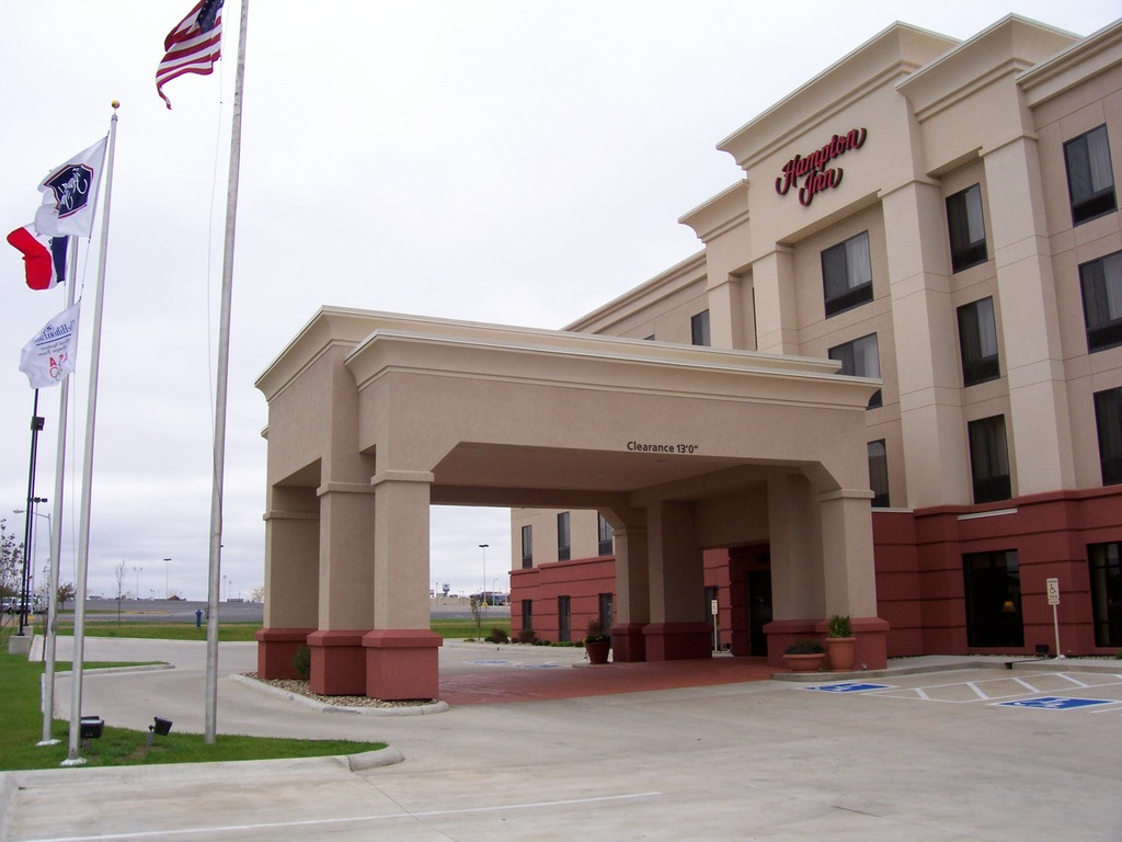Hampton Inn - Hotels/Accommodations - 2034 Laporte Rd, Waterloo, IA, 50702