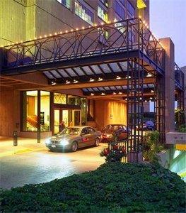 Hilton Montreal Bonaventure - Hotels/Accommodations - 900 Rue de la Gauchetière Ouest, Montréal, QC