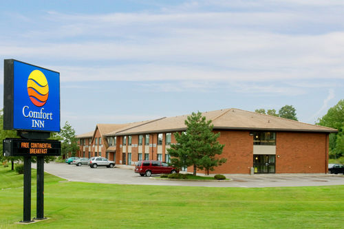 Comfort Inn - Hotels/Accommodations - 980 King Street, Midland, ON, Canada