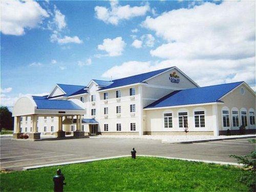 Holiday Inn Express Hotel & Suites Cadillac - Hotels/Accommodations - 7642 U.S. 131, Cadillac, MI, United States