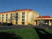 La Quinta Inn & Suites - Hotels/Accommodations - 5335 Broadmoor Circle NW, Canton, Ohio, 44709, United States