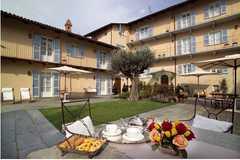 Corte Gondina Hotel - Hotel - Via Roma, 100, La Morra, Piemonte, 12064, Italy