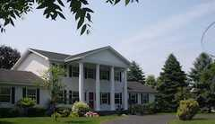 Cairn House B&B - Bed & Breakfast/Inn - 8160 Cairn Hwy, Elk Rapids, MI, 49629