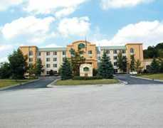 La Quinta Inn & Suites Milwaukee SW New Berlin - Hotel - 15300 Rock Ridge Rd, New Berlin, WI, 53151