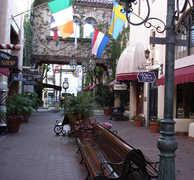 Downtown Santa Barbara - Attractions - State St, Santa Barbara, California, US