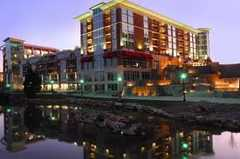 Hampton Inn & Suites RiverPlace - Hotel - 171 River Place, Greenville, SC, United States