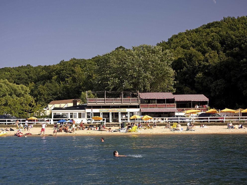 Sunset Beach Hotel - Beaches, Hotels/Accommodations - 35 Shore Road, Shelter Island, NY, United States
