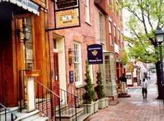 Shopping in Old town - Things to See - 221 King St, Alexandria, VA, 22314, US