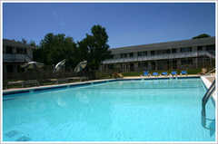 Atlantic Motel - Hotel - 1655 County Road 39, Southampton, NY, United States