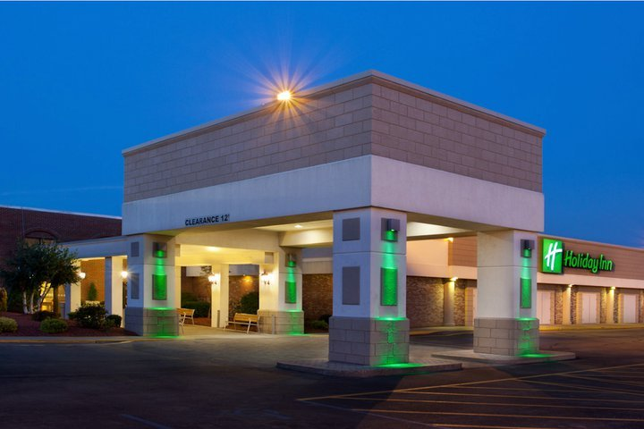 Holiday Inn - Hotels/Accommodations, Reception Sites - 700 W Main St, Uniontown, PA, 15401