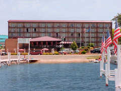 Best Western Harbor Shores - Hotels - 300 Wrigley Dr, Lake Geneva, WI, 53147