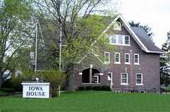 Iowa House Bed & Breakfast - Hotel - 405 Hayward Ave, Ames, IA, United States