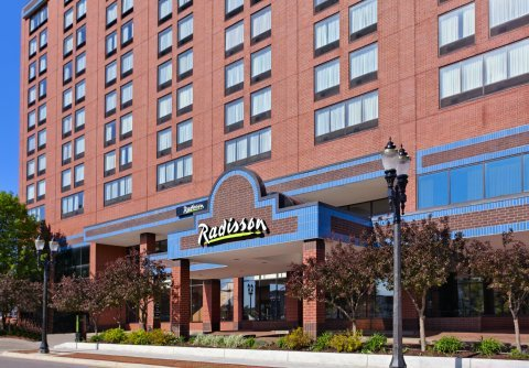 Radisson Hotel Lansing - Reception Sites, Restaurants - 111 North Grand Avenue, Lansing, MI, United States