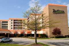 Radisson Hotel Cleveland Airport - Hotel - 25070 Country Club Blvd, North Olmsted, OH, United States