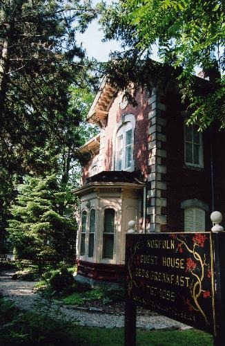 Norfolk Guest House - Hotels/Accommodations - 102 Eramosa Rd, Guelph, ON, N1E 2L9