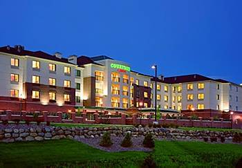 Courtyard By Marriott East - Hotels/Accommodations - 2502 Crossroads Dr, Madison, WI, 53718
