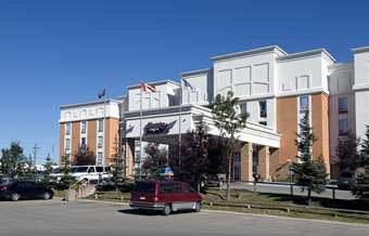 Hampton Inn & Suites Calgary-airport - Hotels/Accommodations - 2420 37 Avenue NE, Calgary, AB, Canada