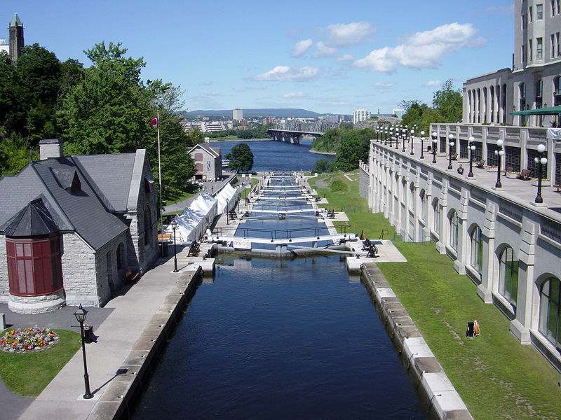 Rideau Canal - Attractions/Entertainment, Shopping, Beaches - Rideau Centre, Canada