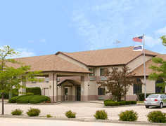 Howard Johnson Inn & Suites - Hotel - 157 Cypress Street, Manteno, IL, United States