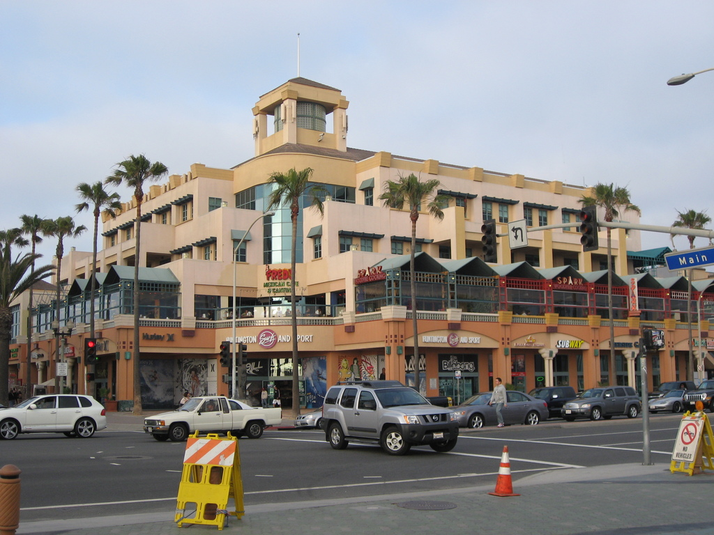 Huntington Surf And Sport - Attractions/Entertainment - 300 Pacific Coast Highway, Huntington Beach, CA, 92648