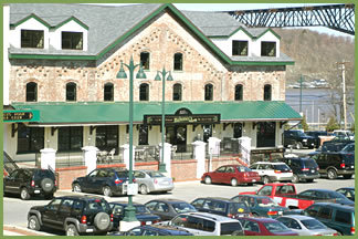 Mahoney's Irish Pub & Steakhouse - Attractions/Entertainment, Bars/Nightife, Restaurants - 35 Main Street, Poughkeepsie, NY, United States