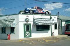 Quaker Steak & Lube - Restaurant - 101 Chestnut Avenue, Sharon, PA, United States