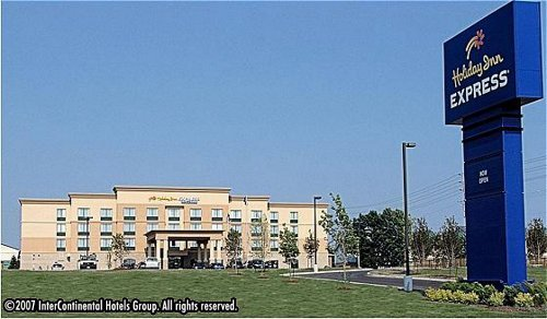 Holiday Inn Express Hotel & Suites - Hotels/Accommodations - 291 North Front Street, Belleville, ON, Canada