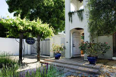 The Cottage Inn and Spa - Bride and Groom Accomodations - 310 First Street East, Sonoma, CA, United States