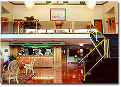 Royal Plaza Hotel - Hotel - 425 East Main Road, Rte. 138, Middletown, RI, 02842, USA
