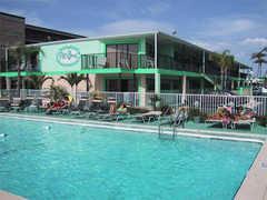 Plaza Beach Resort Motel - Hotel - 4506 Gulf Blvd, St Pete Beach, FL, United States