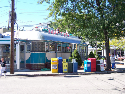 Deluxe Town Diner - Restaurants - 627 Mount Auburn St, Watertown, MA, United States