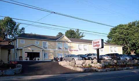 Econo Lodge - Hotels/Accommodations - 117 Main Street West, Huntsville, ON, Canada