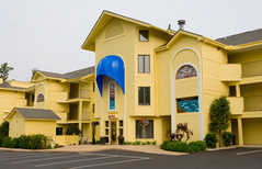 Pointes North Resort Condo Hotel - Hotel - 2211 US-31, Traverse City, MI, 49686