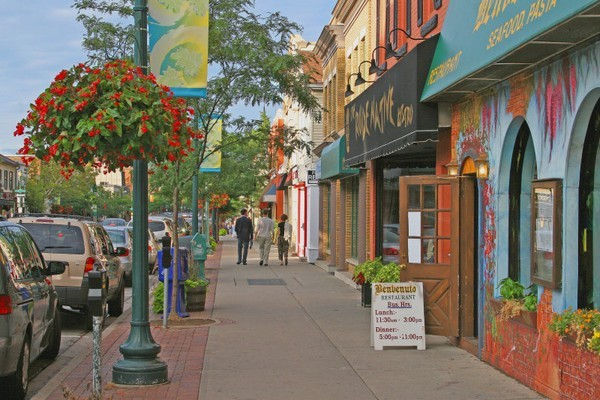 Downtown Oakville - Shopping, Attractions/Entertainment -