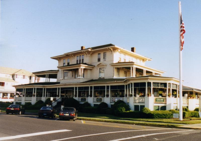 The Columns - Restaurants, Bars/Nightife - 601 Ocean Avenue, Avon By the Sea, NJ, United States
