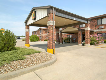 Super 8 Motel - Hotels/Accommodations - 2800 W Main, Independence, KS, United States