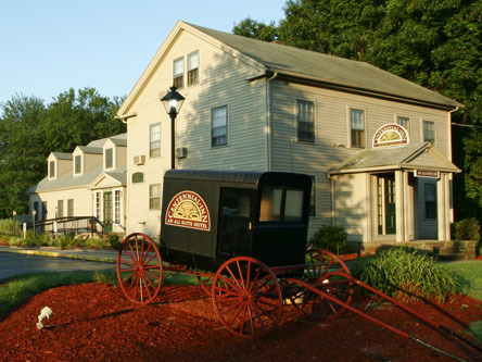 Centennial Inn - Hotels/Accommodations - 5 Spring Ln, Farmington, CT, 06032, US
