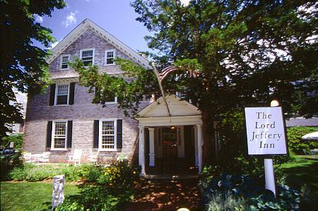Lord Jeffery Inn - Hotels/Accommodations, Reception Sites - 30 Boltwood Avenue, Amherst, MA, 01002