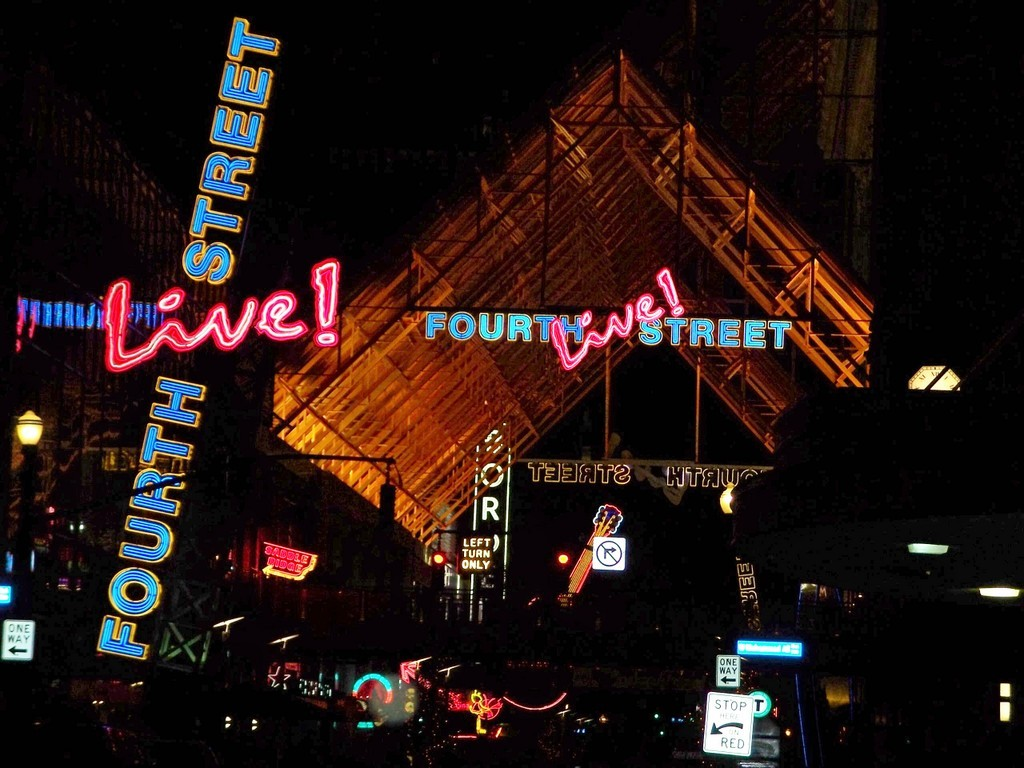 4th Street Live - Bars/Nightife - 