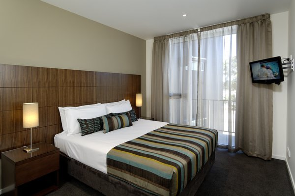 Punt Hill Knox - Hotels/Accommodations - 337 Stud Rd, Wantirna South, Victoria, AU