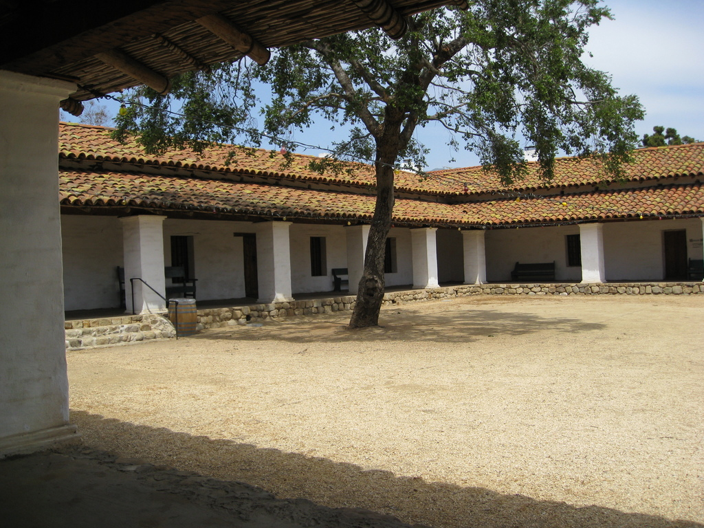 Casa de la guerra for Casa in stile santa barbara