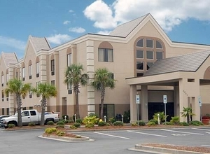 Comfort Suites - Hotels/Accommodations - 4963 Southport Supply Rd., Southport, NC, United States