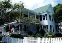 Lois Jane Riverview Inn - Bed and Breakfast - 106 West Bay Street, Southport, NC, United States
