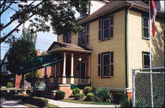 Ye Olde Walkerville Bed & Breakfast - Hotel - 1104 Monmouth Road, Windsor, ON, Canada