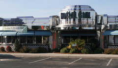 No Frill Bar & Grill - Restaurant - 1620 Laskin Rd, Virginia Beach, VA, 23451, US