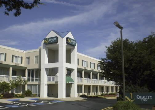 Quality Inn - Hotels/Accommodations - 175 Beacon Hill Blvd, New Cumberland, PA, 17070