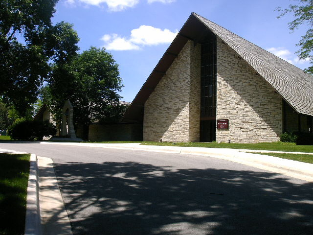 Christ Episcopal Church - Ceremony Sites - 220 40th St NE, Cedar Rapids, IA, 52402