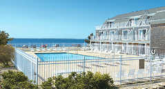 Inn Season Resorts Captain's Quarters - Hotel - 241 Grand Ave, Falmouth, MA, United States
