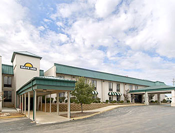 Days Inn Bowling Green - Hotels/Accommodations - 1550 E. Wooster Street, Bowling Green, OH, United States