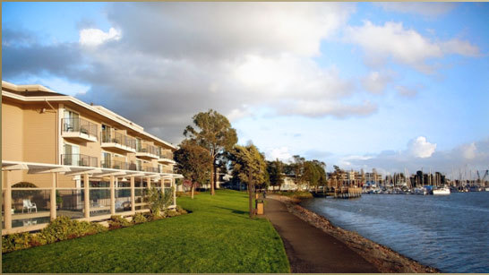 Executive Inn And Suites Waterfront Hotel - Hotels/Accommodations - 1755 Embarcadero, Oakland, CA, 94606